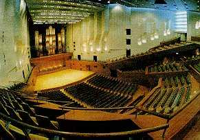 東京芸術劇場 シアターウエスト(小ホール2)で行わ …